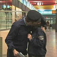 http://104.251.217.194/CMS/files/1501142136_Security_Man_Kissing.jpg